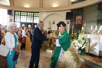 ceremonia przekazania i pobłogosławienia chleba