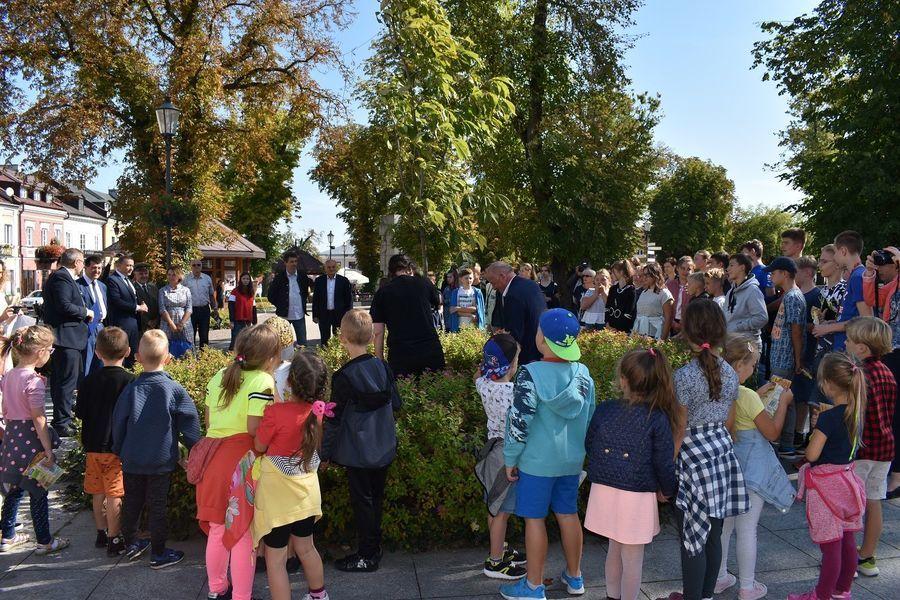 Sadzenie drzew i Narodowe Czytanie w naszym mieście