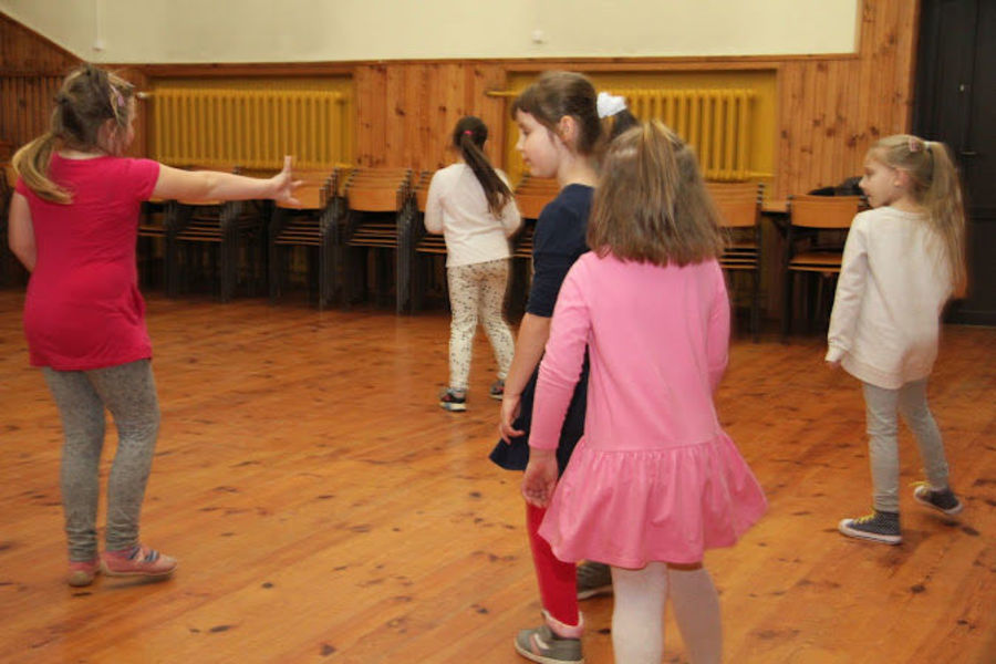Poniedziałkowe zajęcia taneczne dla najmłodszych w Domu Kultury w Markuszowie