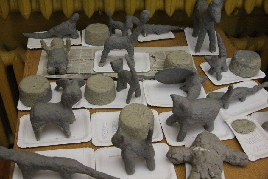 Warsztaty w Domu Kultury z wykorzystaniem techniki papieru-mâché