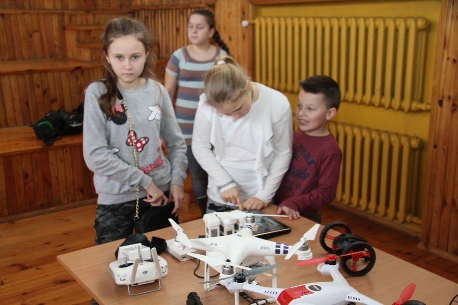 Feryjne warsztaty w wykorzystaniem nowoczesnych technologii w Domu Kultury w Markuszowie