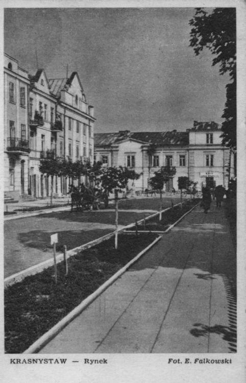 [MK/H/1647] Kartka pocztowa - Fragment rynku, od strony płn.- zach. w Krasnymstawie, 1956 r.