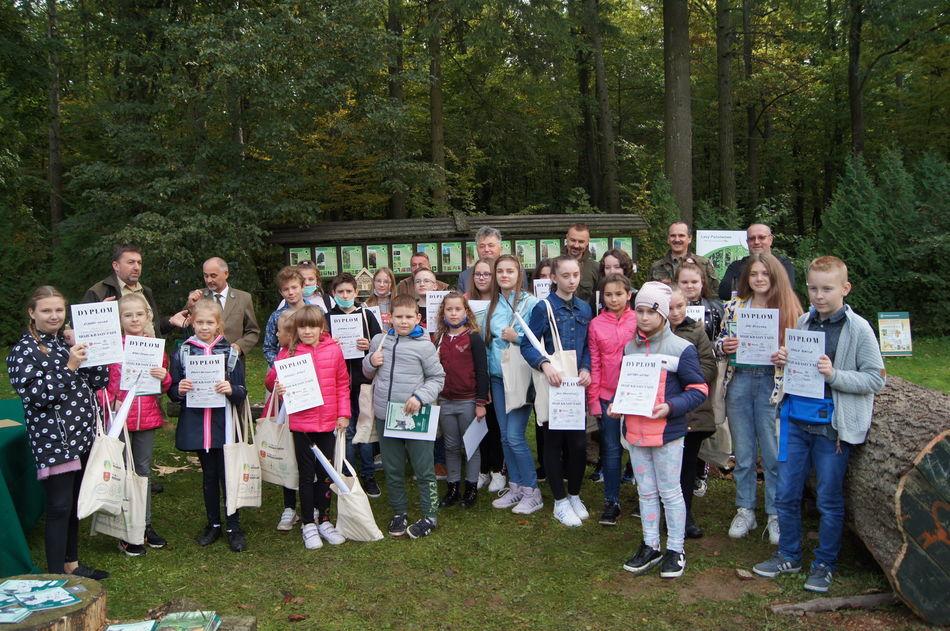 Zdjęcie grupy dzieci na warsztatach