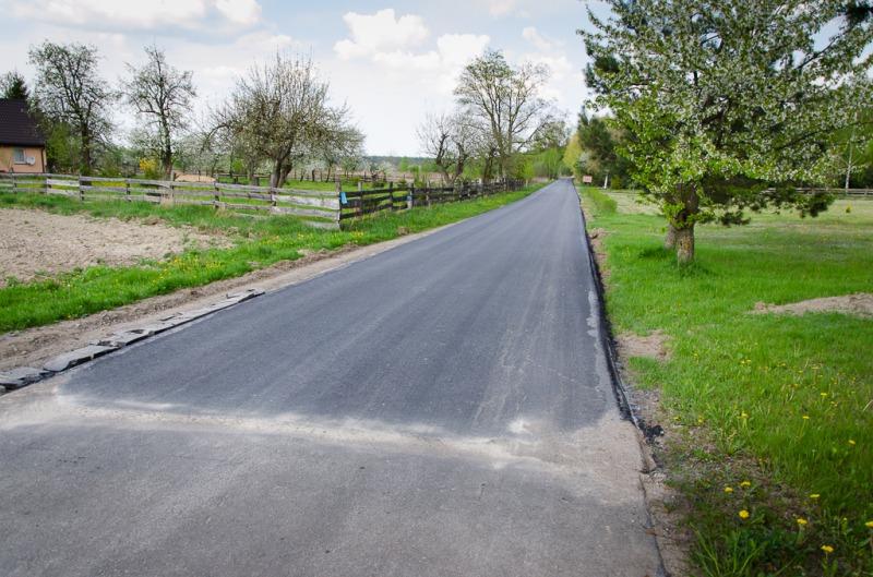 Kolejny odcinek dróg gminnych o nawierzchni asfaltowej