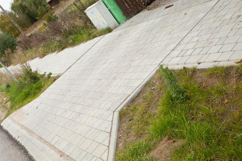 Przebudowa drogi gminnej nr 106055 L w m. Ciecierzyn w zakresie budowy ciągów pieszych.
