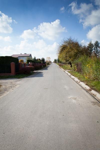 Modernizacja - przebudowa drogi nr 106041 L na odcinku od drogi powiatowej 2215 L w kierunku zachodn