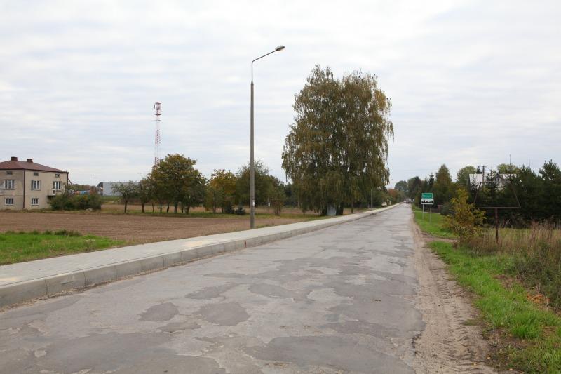 Budowa chodnika przy drodze powiatowej 1564 L w m. Leonów. Ok. 700 m.