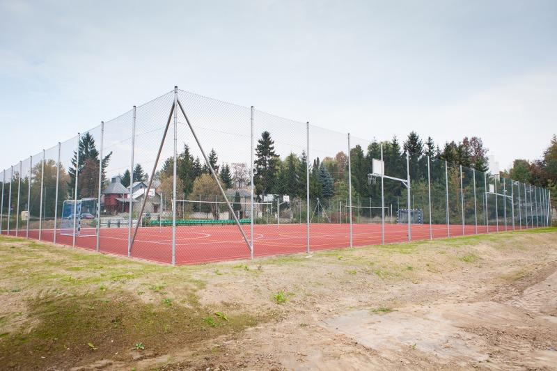 Budowa boiska wielofunkcyjnego w m. Dys