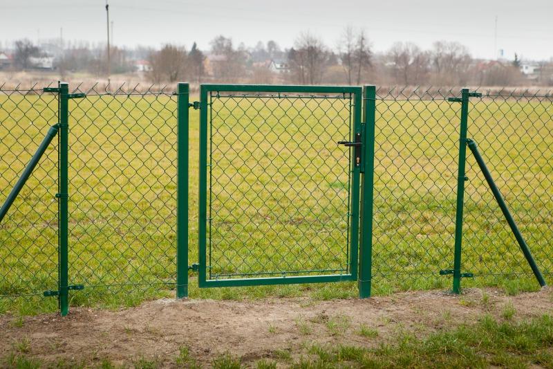 Ogrodzenie boiska w m. Niemce wraz z budową wiat