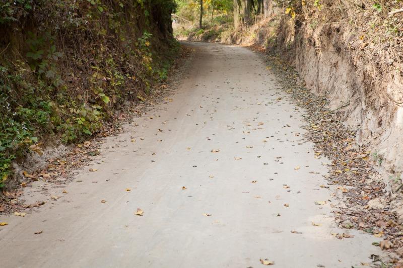 Modernizacja drogi zlokalizowanej na działce Nr 85 w m. Dys