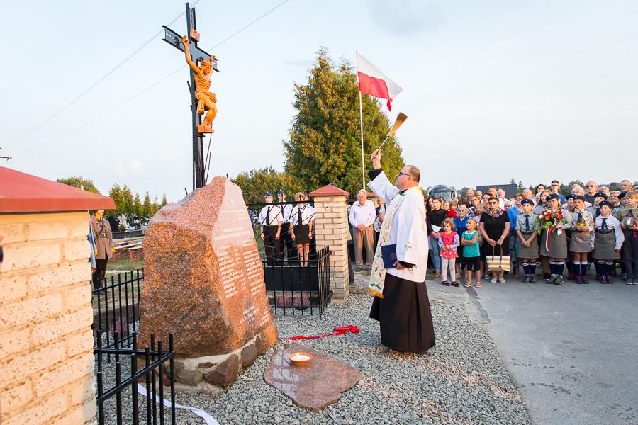 Odsłonięcie obelisku w 75 rocznicę masowej egzekucji mieszkańców Nasutowa
