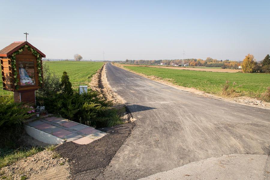 Droga gminna w Baszkach