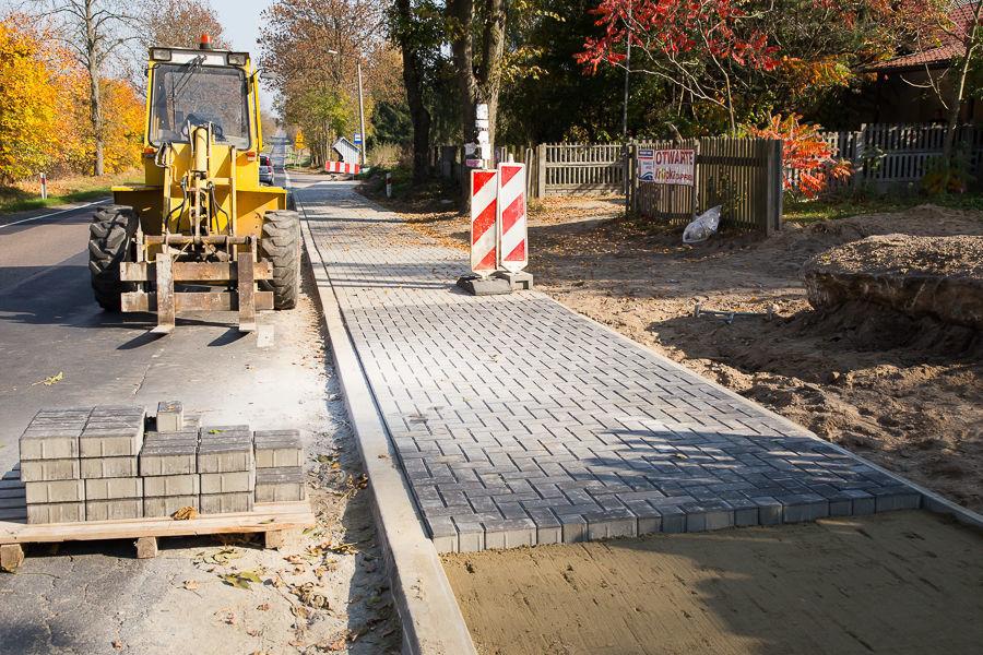 Budowa chodnika w Nasutowie