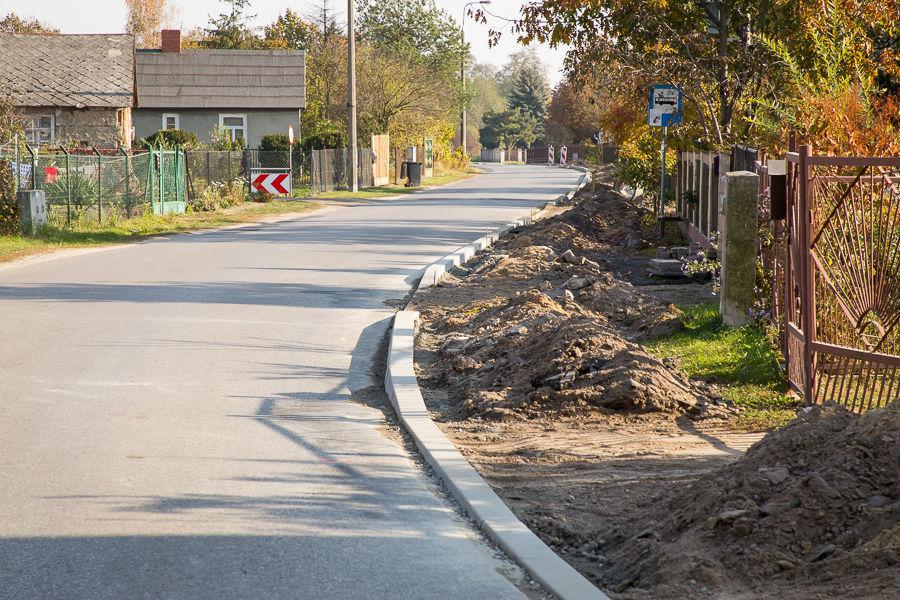 Budowa chodnika w Woli Niemieckiej