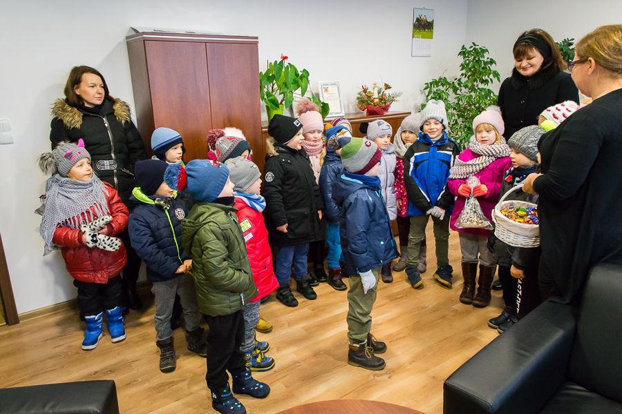 Przedświąteczna wizyta przedszkolaków
