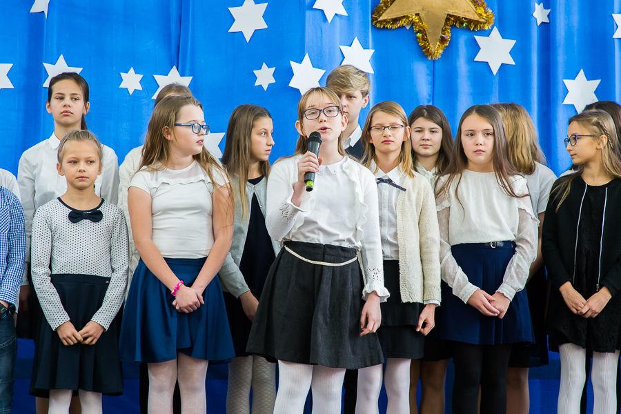 Część I Kolędnicy w szkole podstawowej w Niemcach
