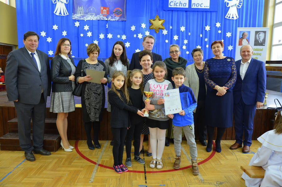 Część II Kolędnicy w szkole podstawowej w Niemcach