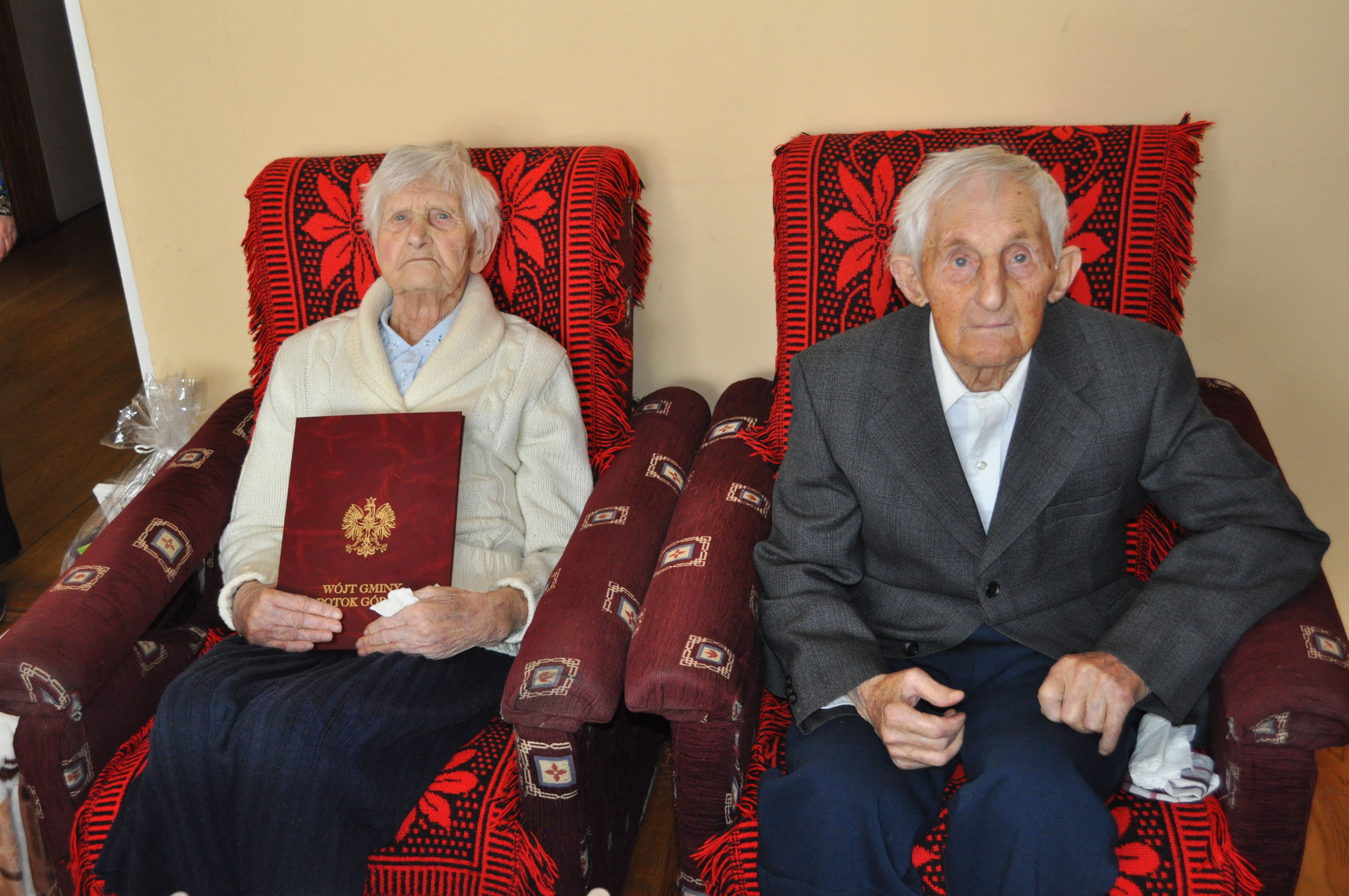Stefania i Antoni Wawrzak z dyplomem