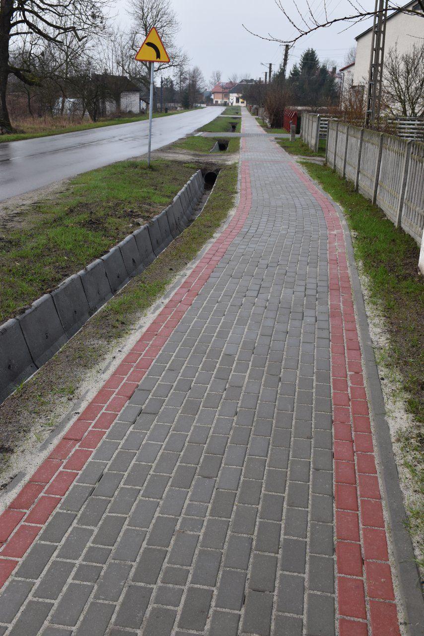 Przebudowa chodnika wpasie drogi powiatowej Nr 2961L Krzeszów Górny - Dąbrówka wmiejscowości Potok Górny, km 11+050 do km 11+880