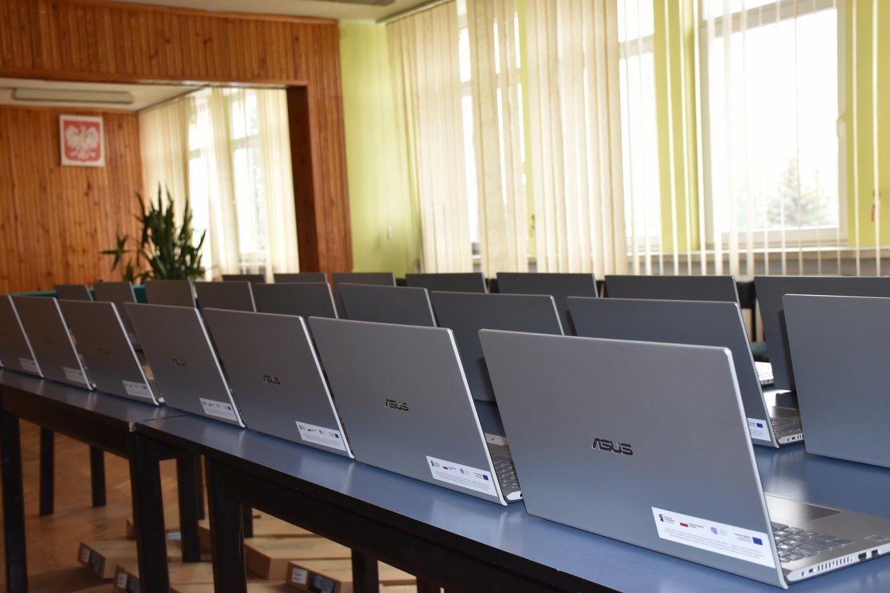 Są już laptopy dla uczniów zprogramu