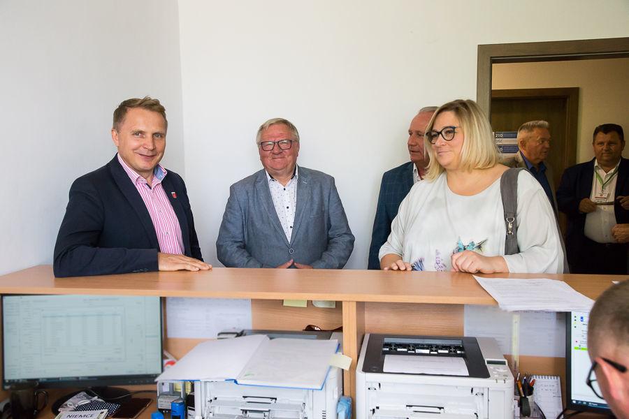 Na zdjęciu znajduje się Henryk Smolarz, Sylwia Pisarek-Piotrowska, Zbigniew Bernat, Marek Podstawka,
