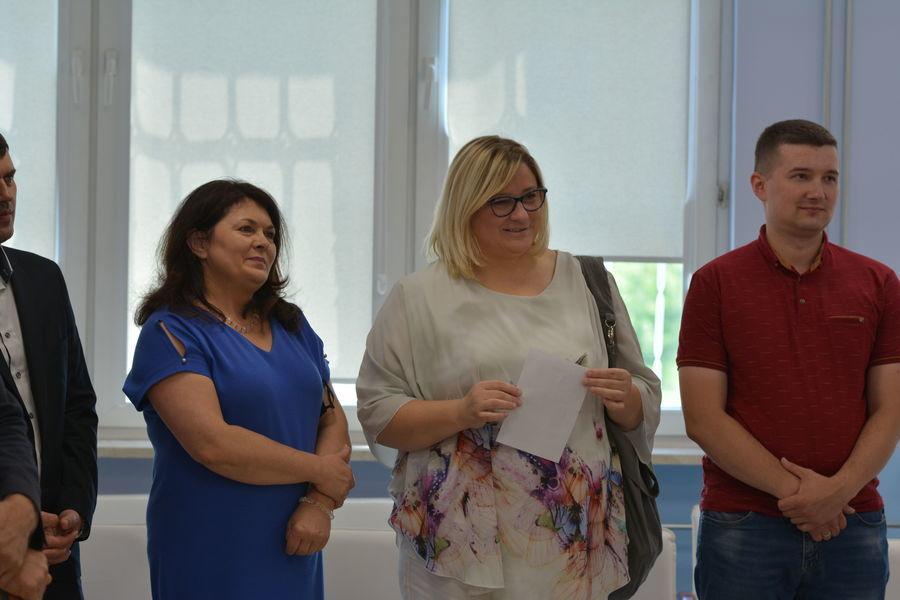 Na zdjęciu znajdują się osoby zaproszone na uroczyste otwarcie filii WKTD w Niemcach