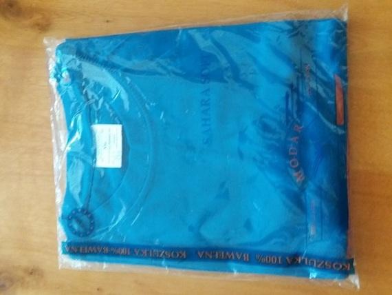 Niebieska koszulka