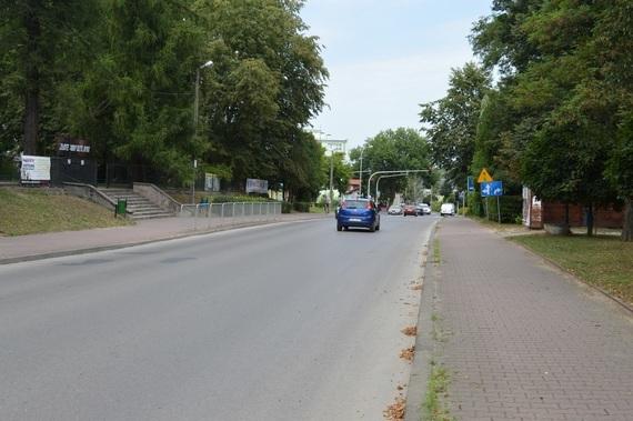 Samochody jadące po ulicy