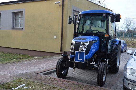 Niebieski ciągnik