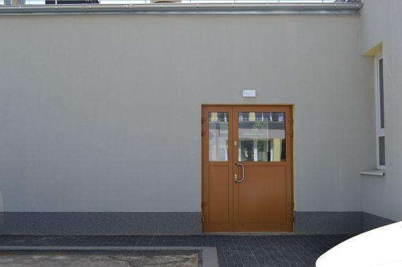 Drzwi do nowego budynku