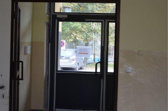 Drzwi wejściowe budynku