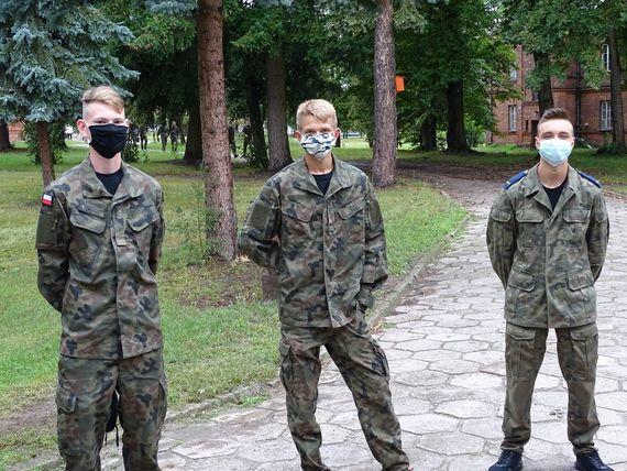 Trzy osoby na zdjęciu