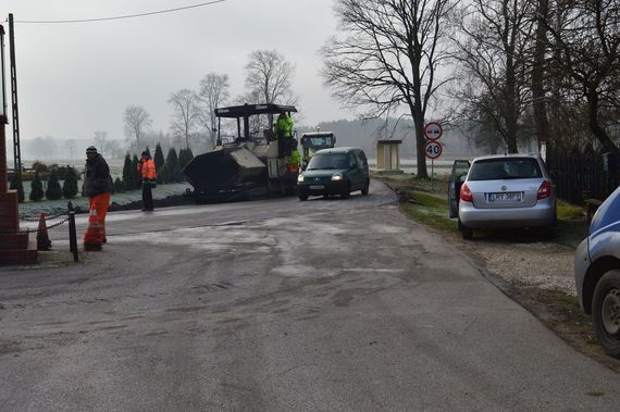Trwają roboty drogowe na drodze powiatowej w miejscowości Zawitała w gminie Nowodwór