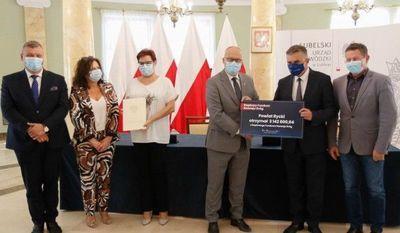 Podpisanie umowy o dofinansowanie przebudowy drogi powiatowej w Czernicu