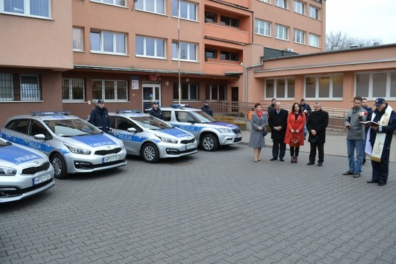 Wspólnie dbamy o bezpieczeństwo. Nowe radiowozy dla Policji w Powiecie Puławskim
