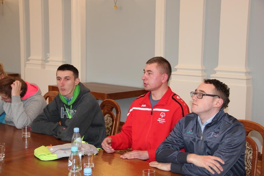 Uczniowie z SOSW w Kęble na lekcji preorientacji zawodowej w puławskim Starostwie