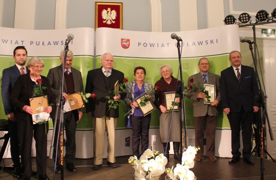 Artyści i animatorzy Ziemi Puławskiej z nagrodami Starosty