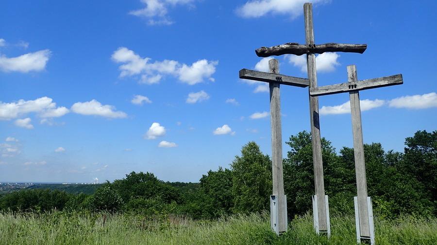 <p>Góra Y=Trzech Krzyży w Parchatce</p>