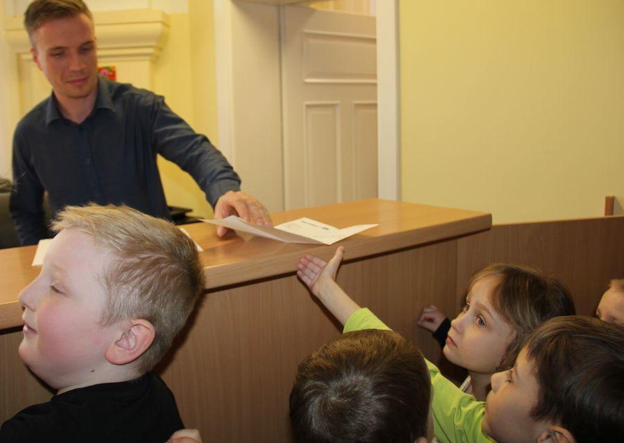 Przedszkolaki z wizytą w Puławskim Starostwie