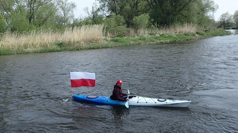 Spływ kajakowy w Dzień Flagi