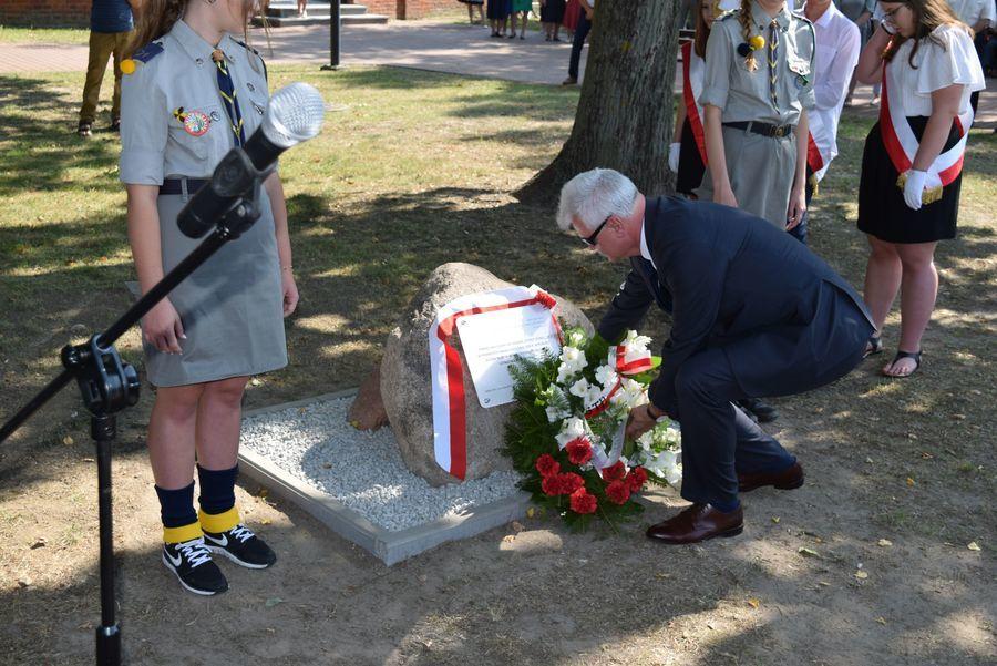 Upamiętnienie ofiar bombardowania w Gołębiu