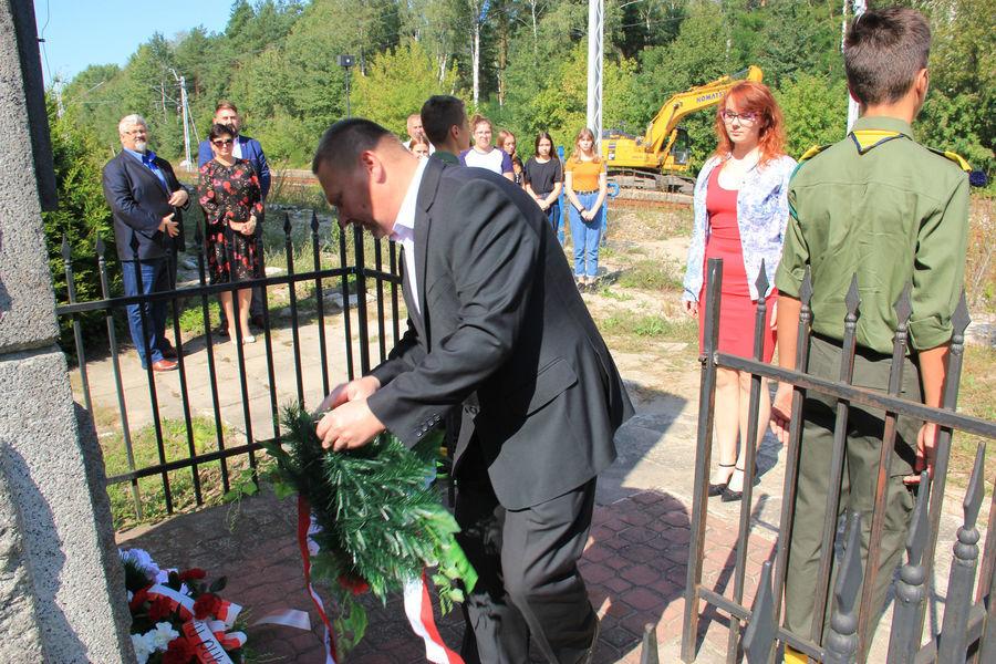 Samorząd powiatowy uczcił pamięć o bohaterach wielkiej akcji wysadzenia pociągu amunicyjnego pod Gołębiem