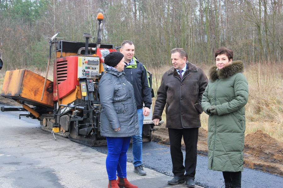 Zima niestraszna drogowcom! Trwają inwestycje na drogach powiatu puławskiego