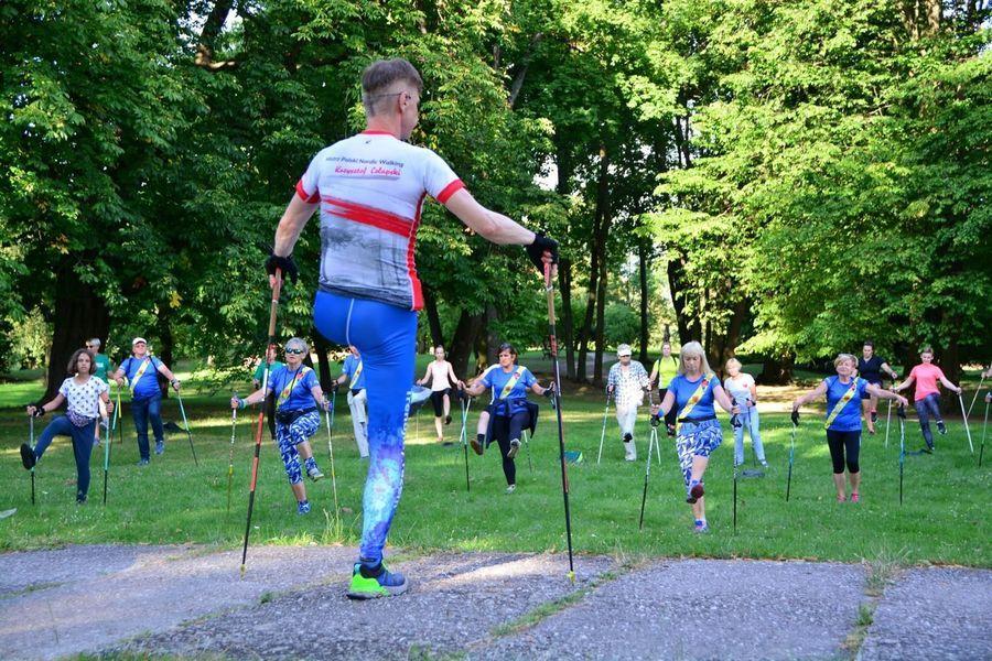 Rajd nordic walking w Janowcu w ramach projektu