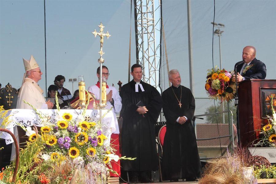 Podziękowania dla biskupa od marszałka wojewodztwa Jarosława Stawiarskiego