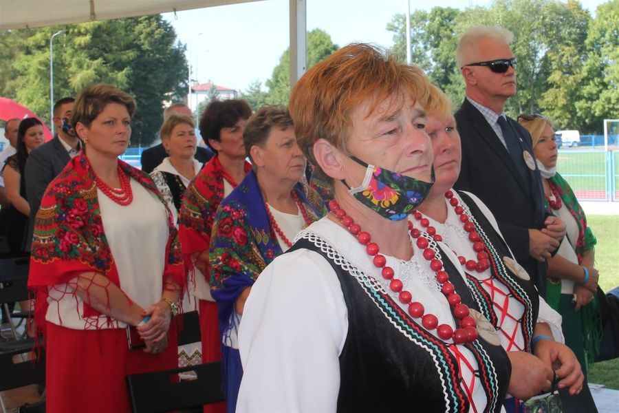 Uczestnicy dożynek z powiatu puławskiego
