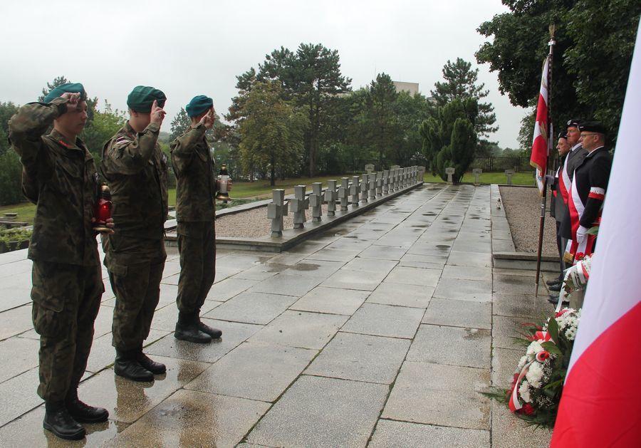 Hołd od Związku Strzeleckiego oddział Puławy