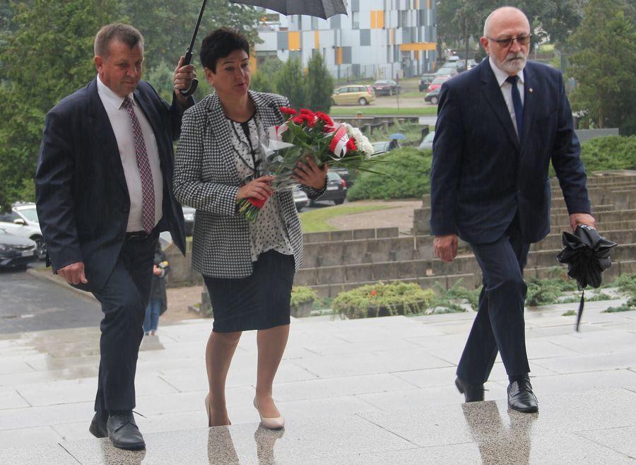 Przedstawiciele powiatu: czł. zarządu J. Ziomka, starosta D. Smaga, wiceprzew. M. Godliński