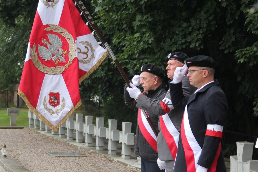 Poczet sztandarowy AK w Puławach