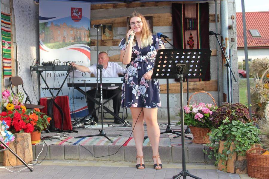 Występ solistki z Borowej